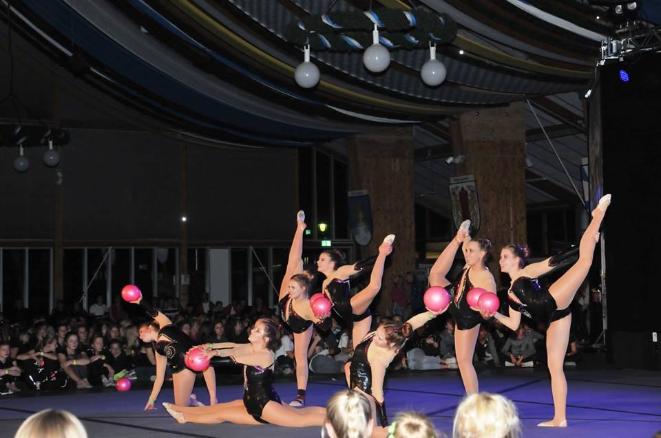 Gymnastik bei der Show der Sieger (Team 2)